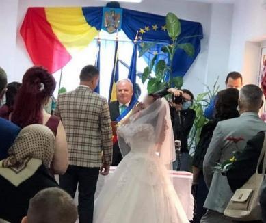 Primarul comunei Popeşti, diagnosticat cu Covid. Dorin Curtean oficia cununii fără să poarte mască de protecţie