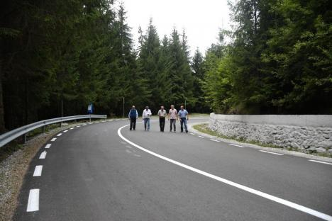 Lucru rar: aproape 13 kilometri din Drumul Apusenilor, tronsonul dintre Remeți și Valea Drăganului, au fost modernizați înainte de termen (FOTO)
