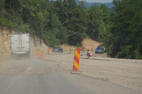 Finalizarea DN 76 se amână: Compania de drumuri a reziliat contractul Construct Mod pe tronsonul Ştei-Vârfuri pentru că firma este incapabilă