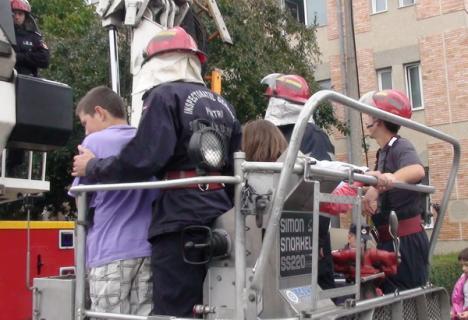 438 de pompieri ofiţeri şi subofiţeri au fost avansaţi în grad (FOTO)