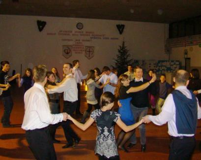 """Peste 100 de tineri din toată ţara au petrecut la Oradea un """"Revelion alternativ"""""""