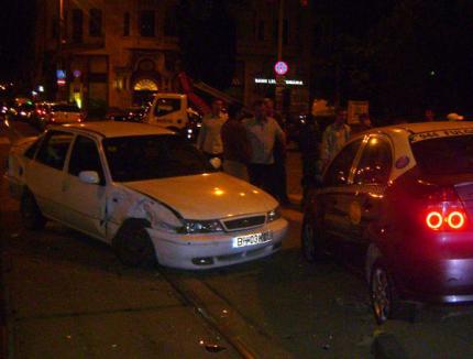 Accident în lanţ în Piaţa Unirii: Trei maşini s-au făcut praf (FOTO)