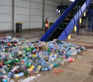 Aleşd, singurul oraş din România care face bani din gunoi (FOTO)
