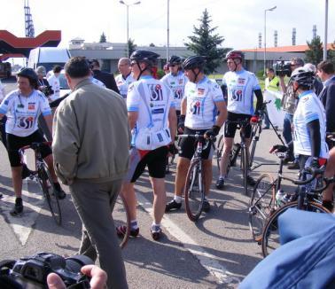 Au pedalat 2.000 de kilometri ca să-i facă pe semeni să ajute copiii bolnavi