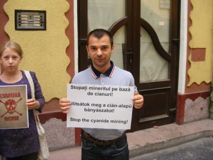 """Horea Vuşcan, """"rating"""" minuscul la protestul din faţa UDMR Bihor"""