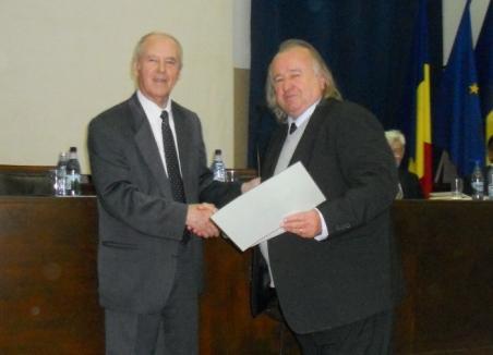 Doi bihoreni, premiaţi la Bucureşti pentru o carte despre Valea Iadului