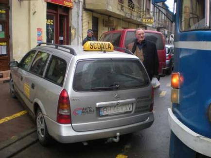 Un instructor auto a blocat centrul oraşului mai bine de jumătate de oră