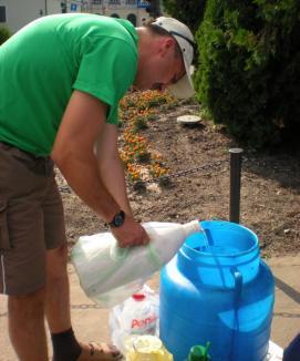Colectarea de ulei uzat din Oradea, o reuşită: s-au strâns 200 de litri