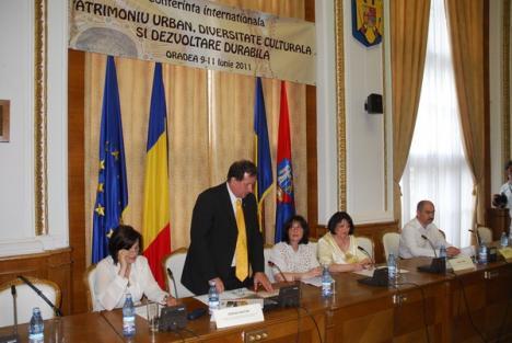 Experţi europeni: Administraţia locală trebuie să protejeze şi să valorifice patrimoniul arhitectural al Oradiei