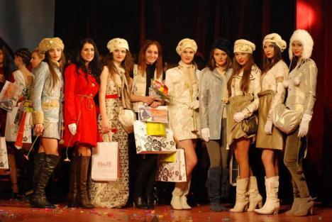 """Orădencele Ioana Silaghi şi Suzana Buna, pe primul loc la festivalul de modă """"Culorile Toamnei"""" (FOTO)"""