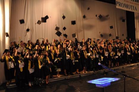 A absolvit cea de-a şaptea generaţie a Universităţii AGORA (FOTO)