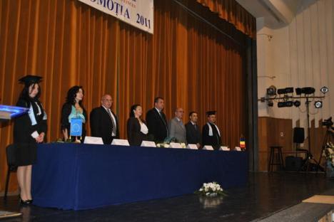 A opta generaţie de absolvenţi Agora a sărbătorit finalul cursurilor