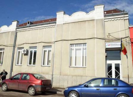 Şeful Finanţelor Publice Beiuş şi şeful Serviciului Executări Silite, trimişi în judecată pentru fraudă