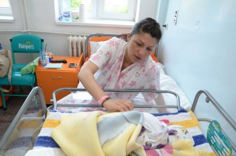Mami, a venit barza! Mama regretatei Patriciei Aktaa a născut o fetiţă (FOTO)