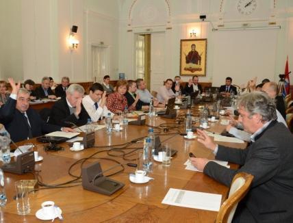 """Luxten preia Distrigaz cu """"binecuvântarea"""" Consiliului Local"""