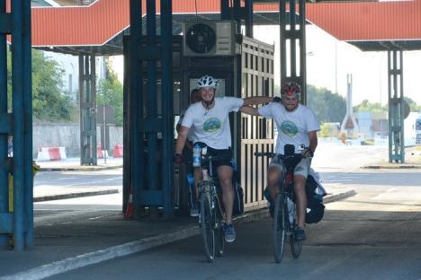 Finish! Tânărul care a pedalat în scop caritabil de la Londra la Oradea a ajuns acasă (FOTO/VIDEO)