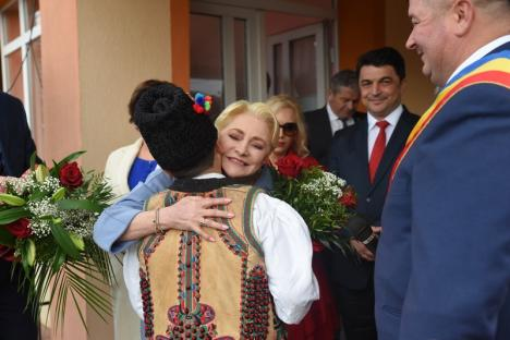 Penalii PSD-ului: BIHOREANUL, ţinut la uşă la întâlnirea lui Dăncilă cu simpatizanţii de la Beiuş (FOTO / VIDEO)