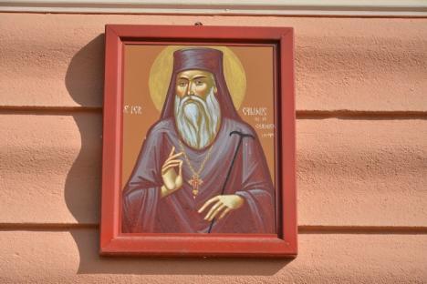 Satul sfinţilor: Localnicii din Delani au câte o icoană pe pereţii exteriori ai caselor (FOTO)