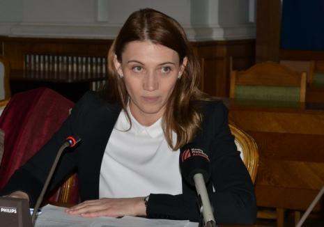 Interesul poartă fesul: De ce a renunţat Delia Ungur la şefia parcurilor industriale ale judeţului