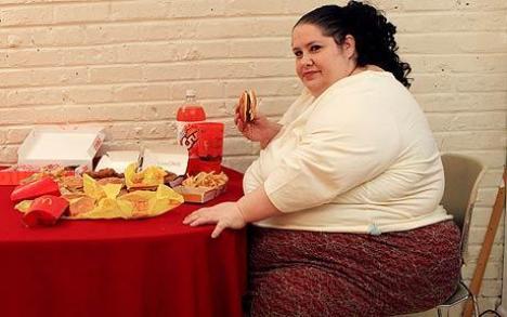 Vrea să devină cea mai grasă femeie din lume