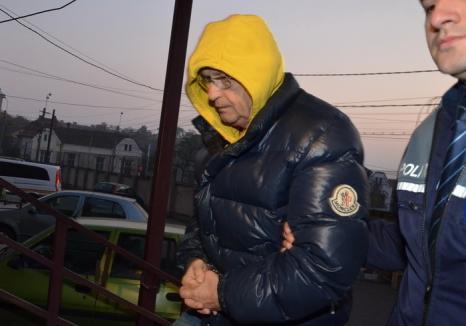 Orădeancă reţinută de DNA pentru complicitate în dosarul fostului director al Finanţelor, Dorel Pătcaş