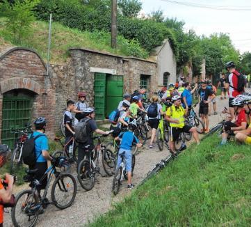 Au redescoperit Bihorul: Peste 150 de biciclişti au parcurs Drumul Vinului (FOTO)