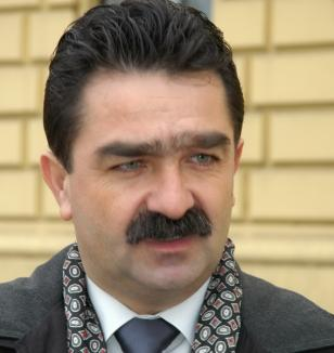 Un consilier judeţean a demisionat din PDL, motivând că 'nu mai putea minţi' pentru Filip şi pentru Băsescu