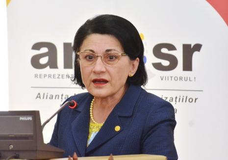 Dacă tăcea, ministru rămânea! Ecaterina Andronescu, demisă după ce a spus, referitor la cazul Caracal, că ea a învăţat să nu urce cu un străin în maşină