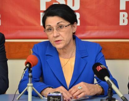 Fostul ministru al Educaţiei, Ecaterina Andronescu, acuză condiţiile în care învaţă elevii români din Salonta