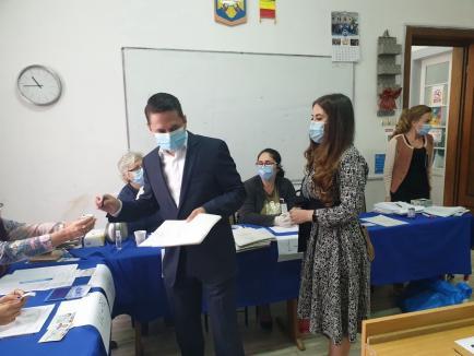 Emilian Pavel, candidatul PSD la Primăria Oradea, şi-a trimis soţia să-i aducă buletinul uitat acasă