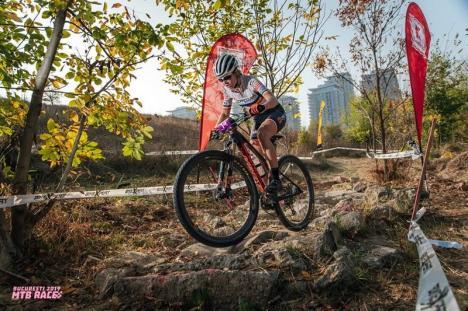 Eszti, în vârf! Tânăra orădeancă Eszter Bereczki este cea mai bună ciclistă montană din ţară: Află-i povestea! (FOTO)