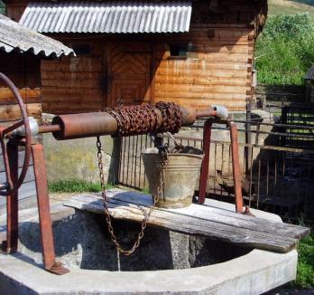 Atenţie la ce apă beţi! Apa din zece sate bihorene nu este potabilă
