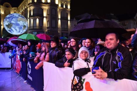 Seară cu peripeții la Oradea FestiFall: 3 Sud Est a coborât de pe scenă din cauza unei pene de curent provocată de ploaie (FOTO / VIDEO)