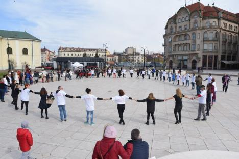 Anunţ important la flashmob-ul anti violenţă în familie: De luna aceasta, în Bihor va fi funcţională prima casă protejată pentru femeile abuzate (FOTO / VIDEO)