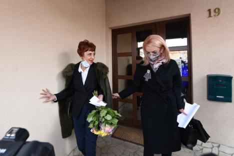 Flavia Groșan, audiată la Colegiul Medicilor Bihor. Peste 100 de susținători la fața locului (FOTO / LIVE-VIDEO)