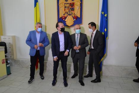 Florin Cîțu, sosit la Oradea pentru a-și prezenta moțiunea liberalilor bihoreni. Ce spune el despre varianta Bolojan premier? (FOTO / VIDEO)
