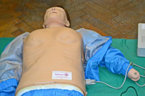 Studenții de la Medicină au 'jucării' noi. Clubul Rotaract a donat aparatură în valoare de 4.000 euro (FOTO)