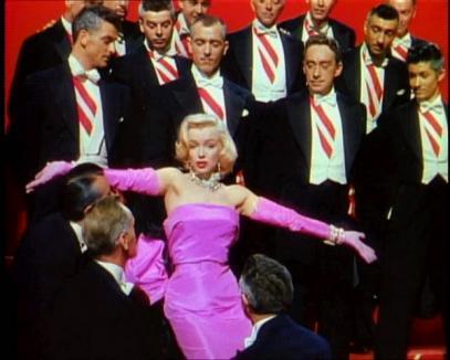 Peste 300 de mii de dolari pentru o rochie a lui Marilyn Monroe