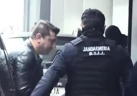 Bani pentru mafia italiană: Şeful grupării de fraude informatice cu ramificaţii în Bihor, arestat la Bucureşti (VIDEO)