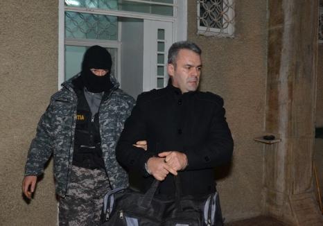 Şeful Parchetului Beiuş a fost reţinut! Gligor Sabău, scos încătuşat din sediul DNA Oradea