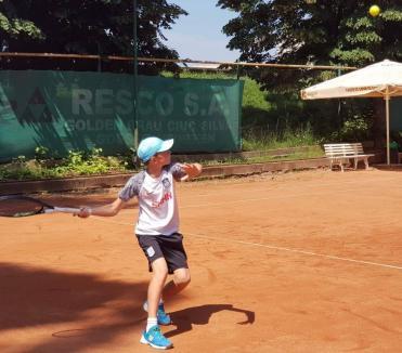 Orădeanul Harris Kopanyi, pe primul loc la turneul de tenis Trofeul Sătmarului, la categoria 12 ani