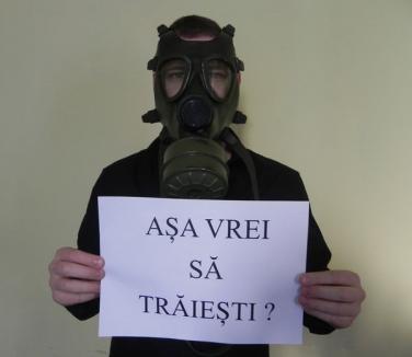 Vuşcan şi-a pus mască de gaze şi ameninţă că dă în judecată CET-ul pentru poluare