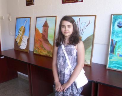 Micuţa pictoriţă: La 10 ani şi-a vernisat prima expoziţie