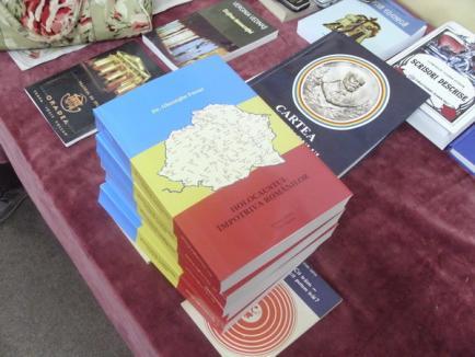 """Gheorghe Funar şi-a adus """"teoriile conspiraţiei"""" la Oradea: Românii vor fi lichidaţi şi înlocuiţi cu evrei"""