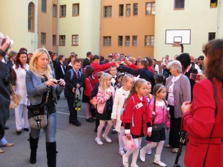 Gata cu distracţia: a început şcoala! (FOTO)