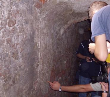 O frescă din anii 1780 a fost descoperită într-o pivniţă secretă din Cetate (FOTO)