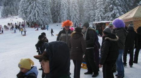 Mii de turişti, pe pârtiile din staţiunile bihorene (FOTO)