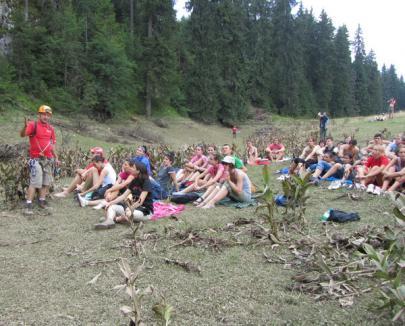 60 de tineri au învăţat să salveze în condiţii extreme la tabăra MASH