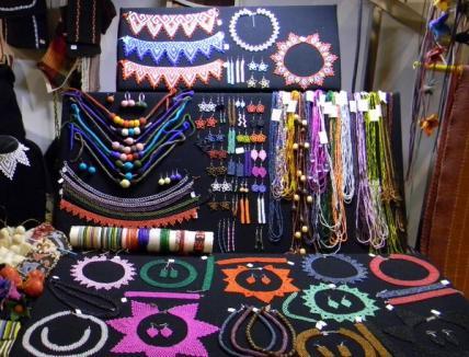 Mărţişoare şi cadouri handmade pe toate gusturile, la Târgul organizat de Uniunea Artiştilor Plastici (FOTO)