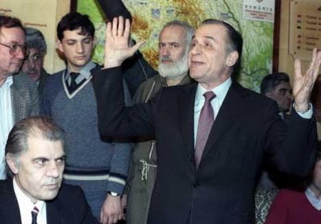 """Dosarul 'Revoluţiei': Ion Iliescu e acuzat că a generat şi amplificat """"psihoza terorist-securistă"""" ce a provocat peste 1.000 de morţi (RECHIZITORIU)"""